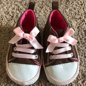 Carter's Baby Sneakers Size 3-6 months LIKE NEW